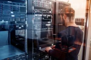 Les profils recherchés concernent les métiers liés à la base de données.